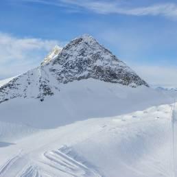 Der Olperer überragt den Gletscher