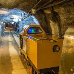 Mit der Minenbahn gehts rund 2km in den Berg