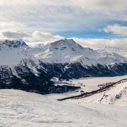 Im Skigebiet rund um die Corviglia. Was bahnt sich da den Weg über den See?