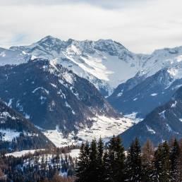Zoom in Richtung Zillertal - das ist quasi die Rückseite des Hintertuxer Gletschers.
