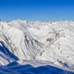 Die gegenüberliegende Seite mit weniger bekannten Gipfeln wie der Tgiern da Vanescha